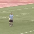 ....... Quando o jogador de football chuta a bola na cloaca do jogador otacu, que estava cheia de sêmen, e a bola voa pentaloucamente em direção à trave