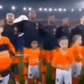 ......... Quando antes do jogo de rugby o rapaz com microcefalia rouba a cena pentaloucamente e dá graças ao capetinha nao ser otacu