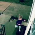 Fille : Je peux entrer ? Porte : NON. *Vooosh*