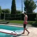 Ce surfer venu d'ailleurs