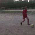 ..... Quando você tá jogando futebol e vê aquela velhinha que queria fazê-lo assistir desenho china e ser homoficado